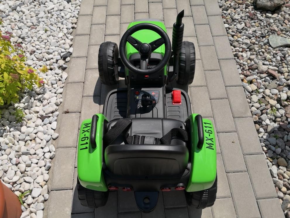 traktorek z przyczepą
